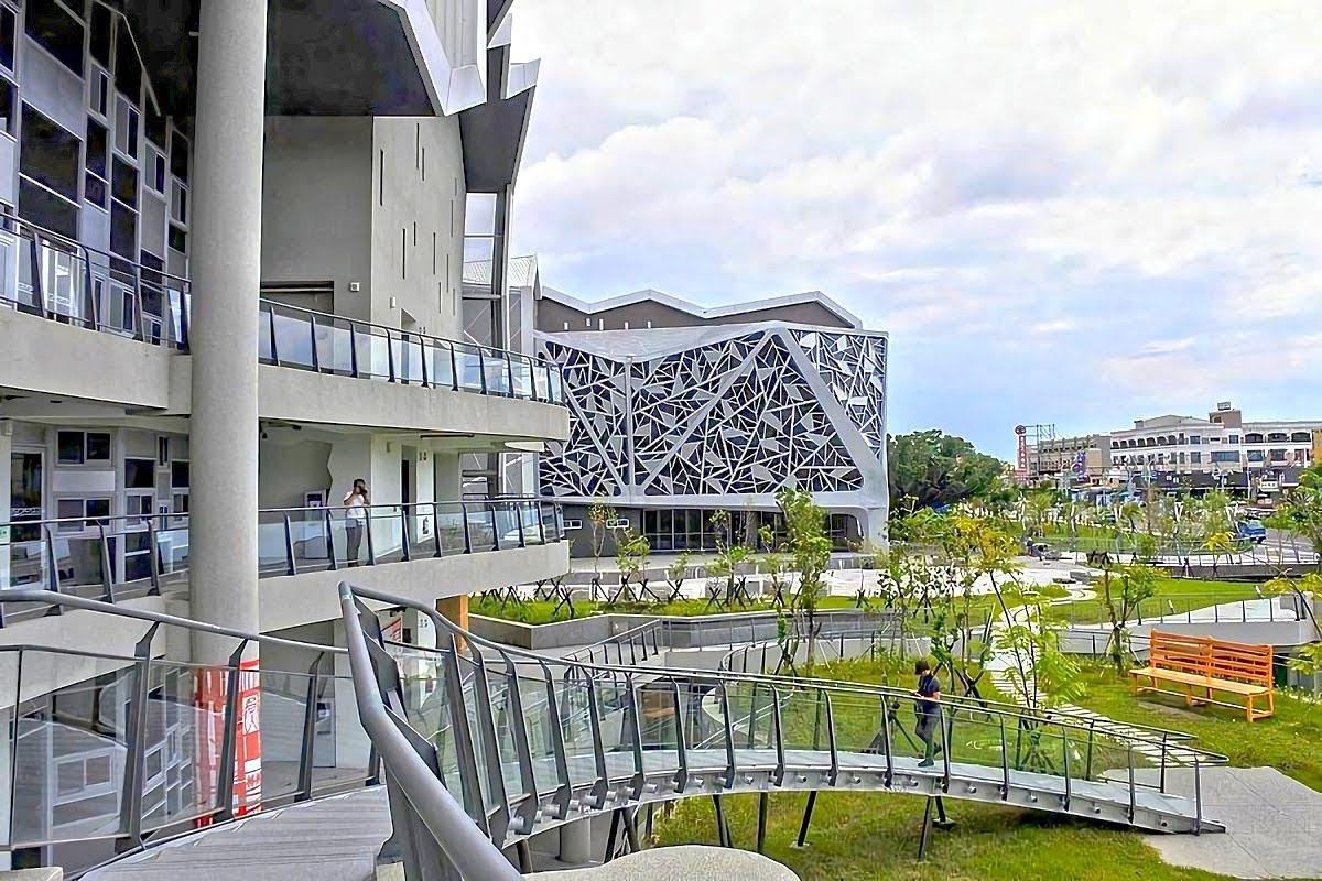 台江文化中心幾何碎片前賞光影|演藝廳×圖書館×社區大學功能「3合1」