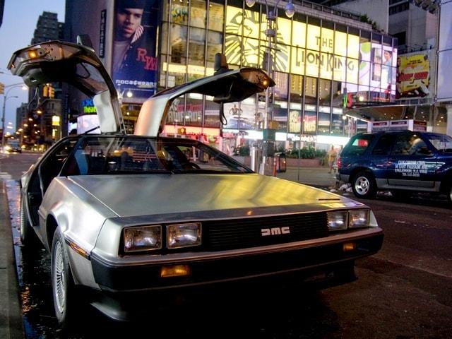 Veículo DeLorean - Foto: https://www.delorean.com/wallpapers.htm