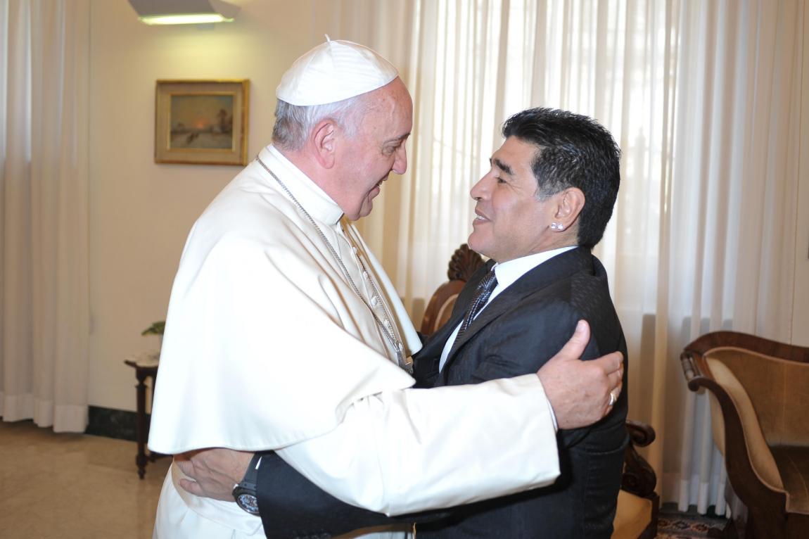 """El papa Francisco definió a Maradona como """"un poeta en la cancha"""", pero también lo calificó """"un hombre frágil"""""""