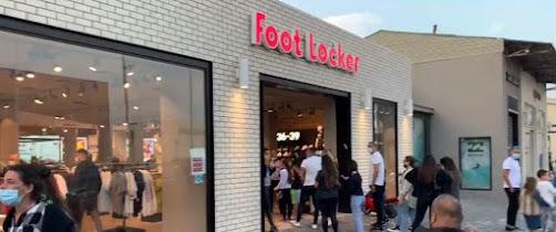 Türelmetlen kereskedők • A Tel-Aviv kikötőben szombaton a közönség sorban állt a bevásárlóközpont bejáratánál • Az utcai üzletek vasárnap kinyitnak, de a zárlatfeloldás további szakaszai kérdésesek