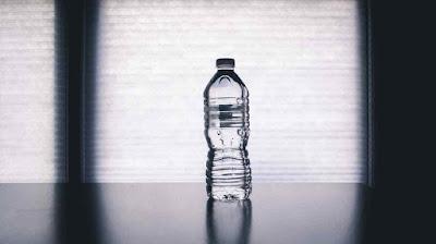 هل هو آمن اعادة استخدام زجاجات المياه البلاستيكية؟