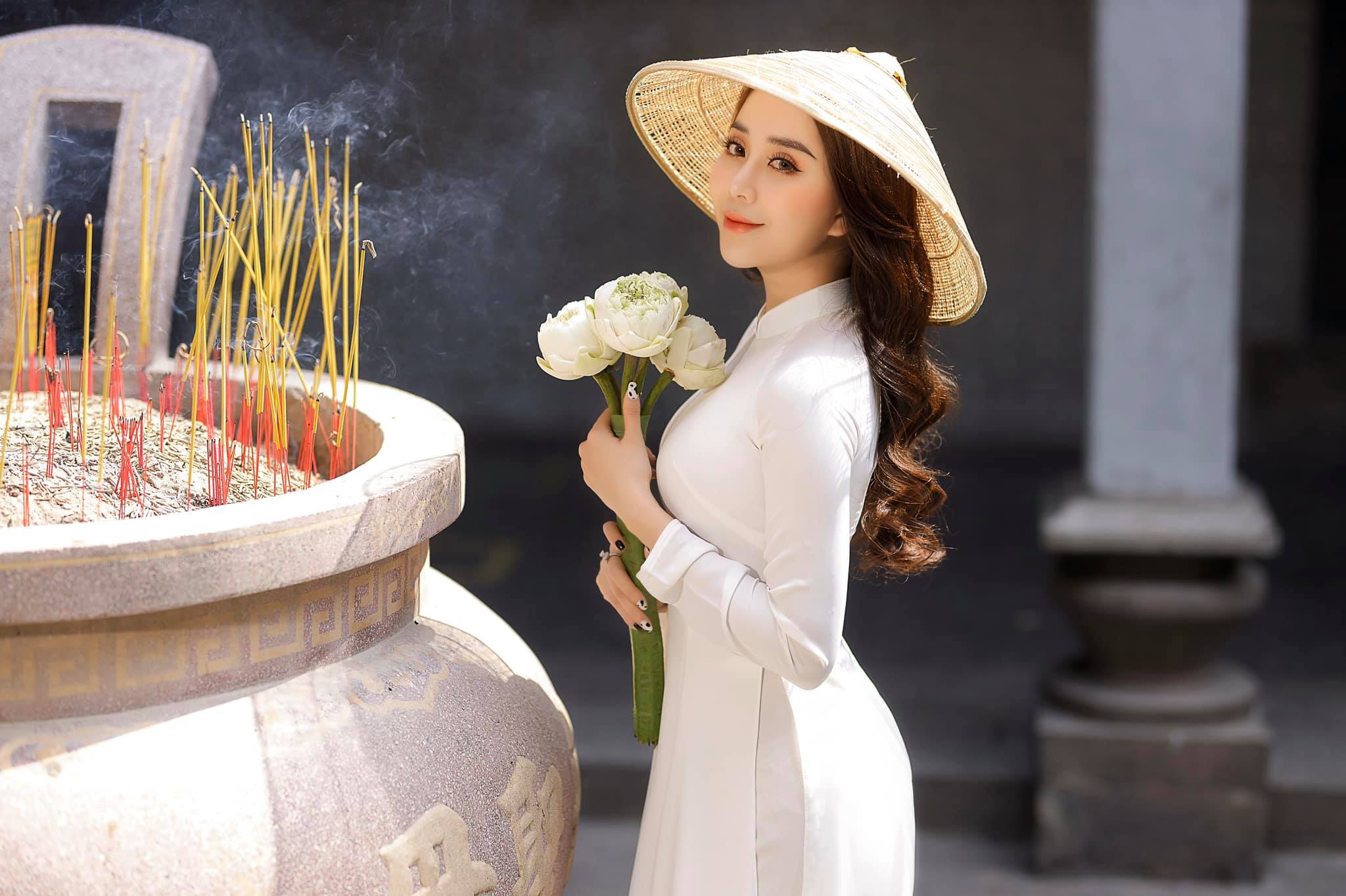 Ngắm hot girl Lục Anh xinh đẹp như hoa không sao tả xiết trong tà áo dài truyền thống - 3