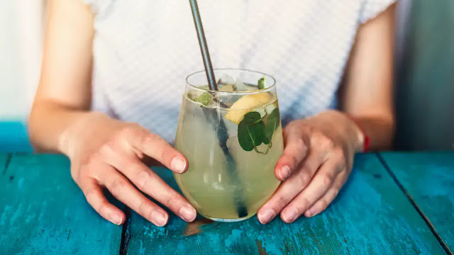 What are the best and worst drinks for heat waves?