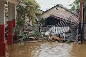 Banjir Menerjang Bangunan SDN Trikarya Di Desa Sindangjaya