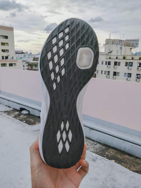 รีวิว รองเท้าวิ่ง Reebok รุ่น Astroride Future MEN ด้านล่าง