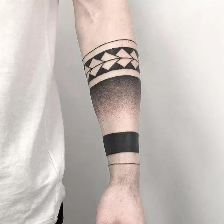 Big, dense Armband Tattoo Design Ideas