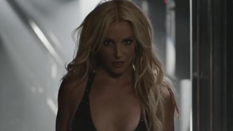 Quem acende uma luz com a sensualidade e delicadeza da Britney Spears?