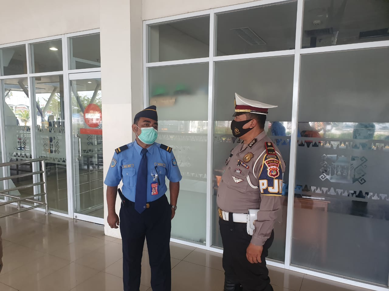 Tim gabungan TNI , POLRI dan SAT POL PP PROV Lampung melaksanakan Penertiban Protokol Kesehatan Di Bandar Udara Internasional  Radin Inten II