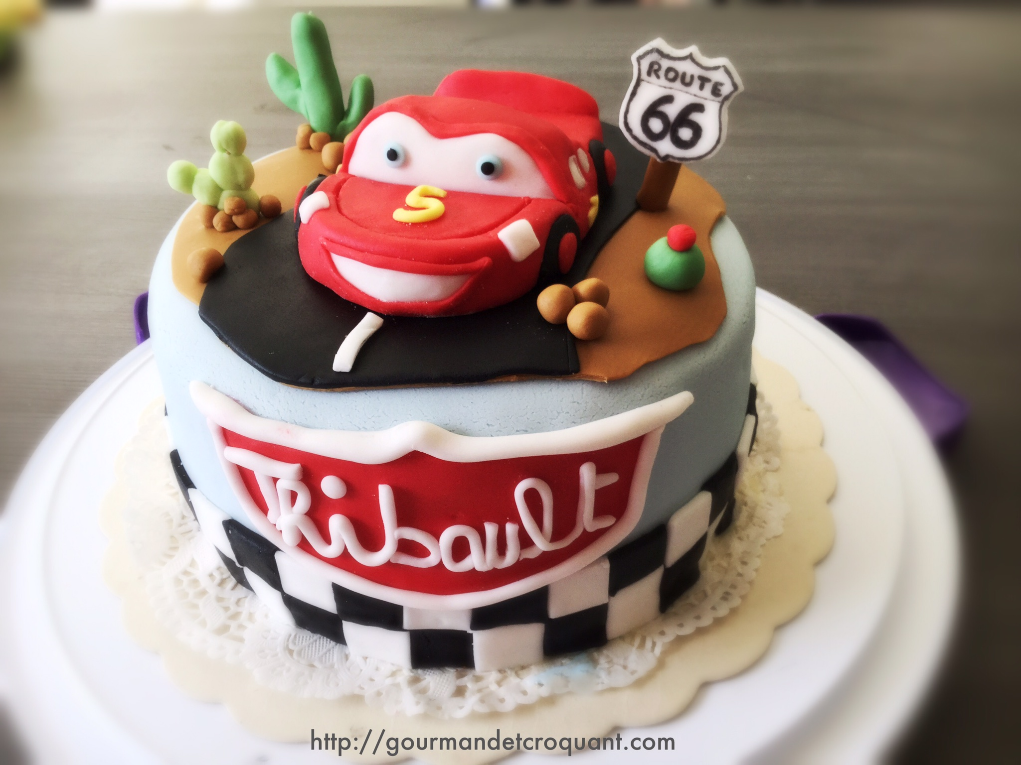 diy-cake-design-flash-mcqueen-pate-a-sucre