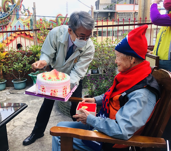 分享百歲人瑞福氣 彰化榮服處與馮爺爺同歡慶