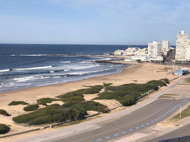 orla de praia com calçadao