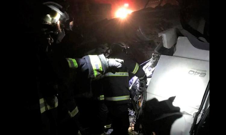 Bombeiros retiram corpo de vítima presa em ferragens na Chapada Diamantina