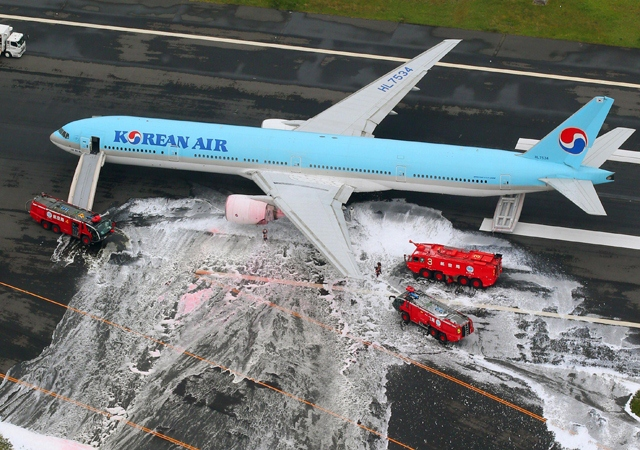 korean air boeing 777-300 engine fire