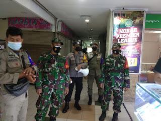 Tingkatkan Patroli dipusat Keramaian, Polres Pelabuhan Makassar berikan Imbauan PPKM Level IV