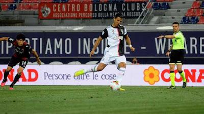 Juventus sáng cửa vô địch, Ronaldo mua du thuyền siêu sang khao mỹ nhân