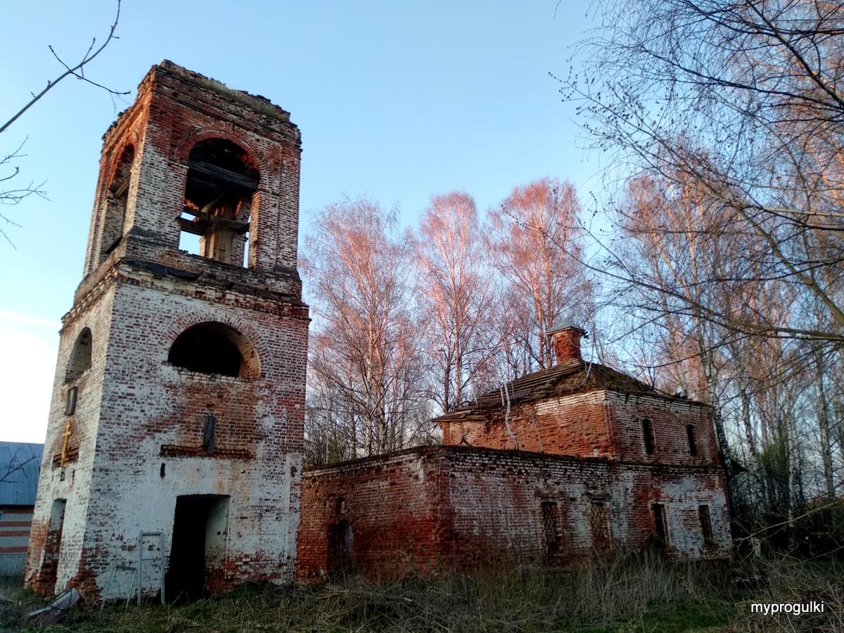Тихвинская церковь в деревне Мамакино