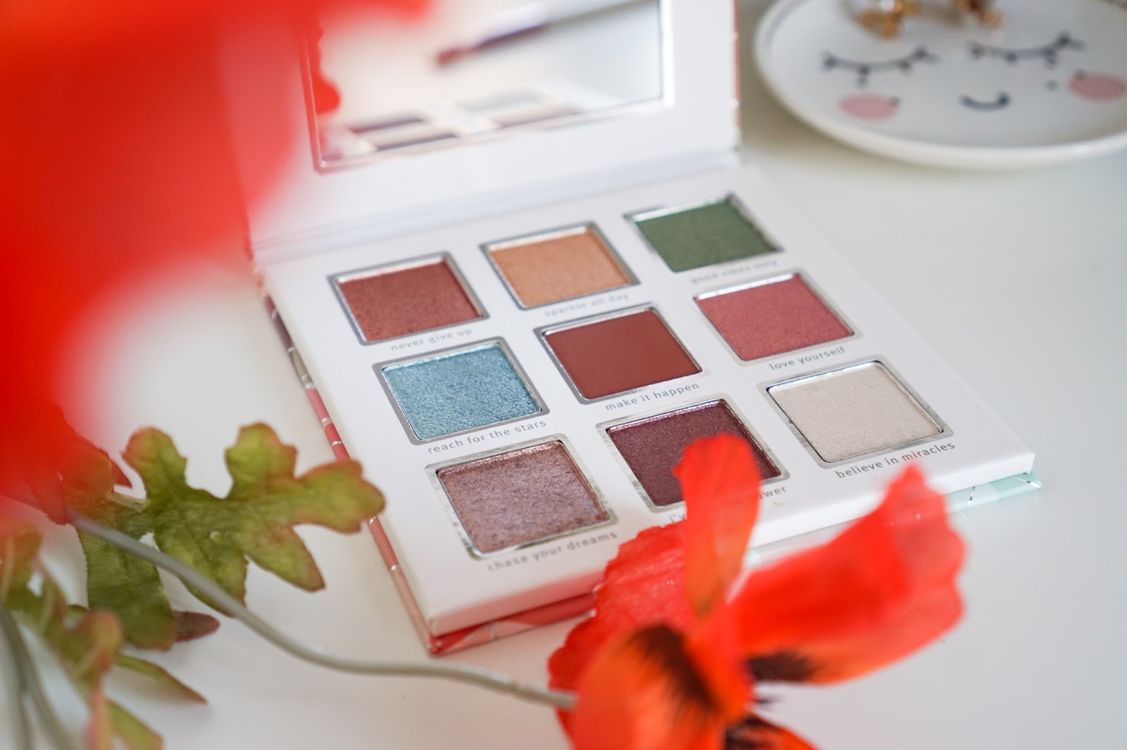 Essence_Crystal_Power_Eyeshadow_Palette