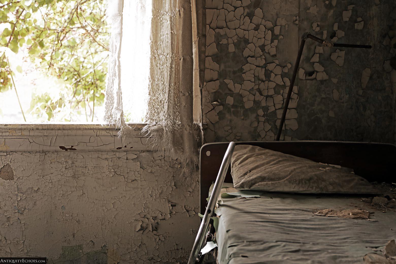 Brownsville General Hospital - Peeling Paint in a Patient Bedroom
