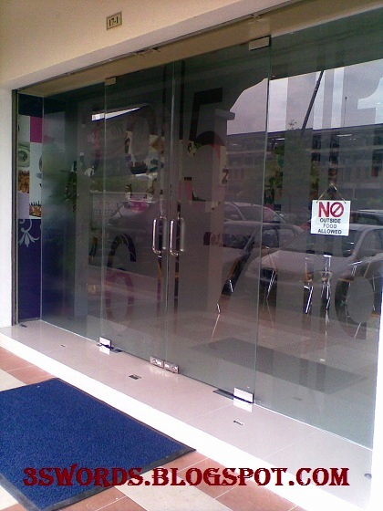Tempered Glass Panel Partition For Shop Front