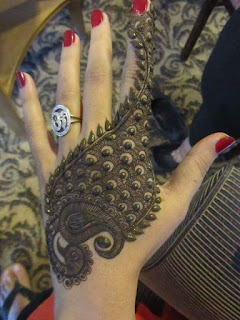 Boys notice that girls who have perfect makeup trick also for mehandi