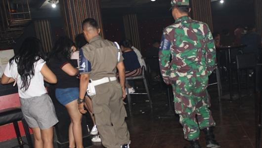 Razia Yustisi di Padang, Tim Gabungan Amankan 2 Pasangan Ilegal di Kamar Hotel