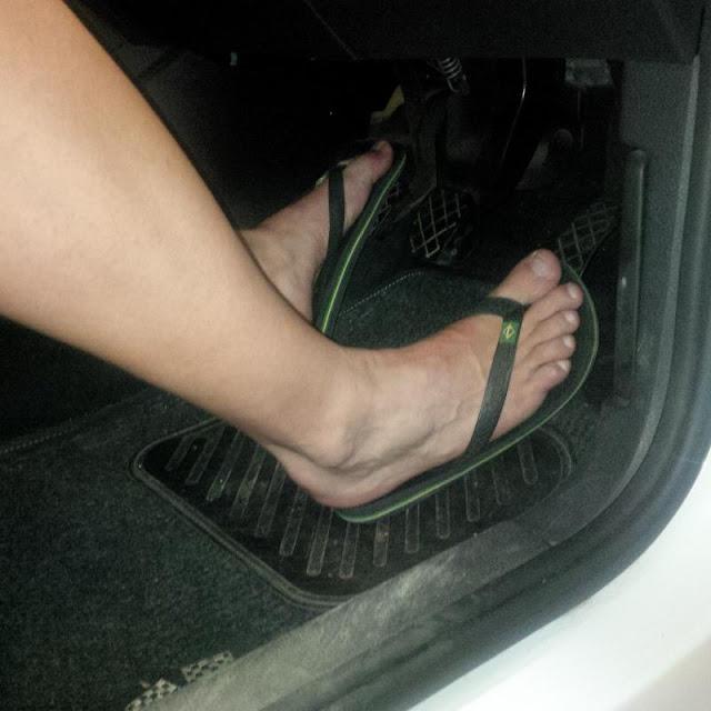 هل يصلح الشبشب لقيادة السيارة؟