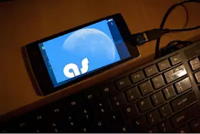 hape dengan keyboard eksternal