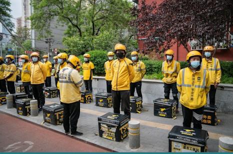 Nhân viên hãng giao đồ ăn Mỹ Đoàn ở Bắc Kinh