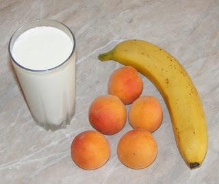 retete cu lapte si fructe, retete cu banane si caise, ingrediente milkshake,