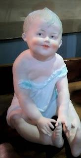 Pequeño Baby Piano Doll Gebruder Heubach