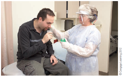 Membantu pasien dalam pengambilan spesimen dahak