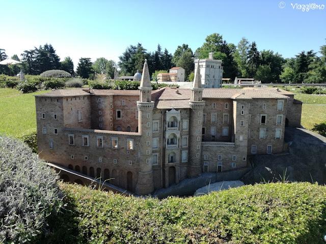 Riproduzione di uno dei castelli italiani al parco Minitalia