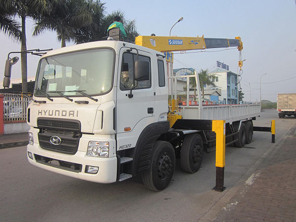 Xe tải 4 chân Hyundai HD320 gắn cẩu