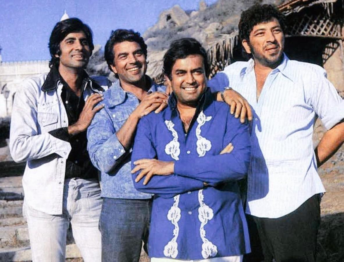 sholay the making, sholay director, ramesh sippy, sholay film shooting photos, sholay facts, amjad khan, amitabh bachchan, dharmendra, sanjeev kumar, salim javed, jay veeru, शोले, धर्मेंद्र, अमिताभ, जय वीरू