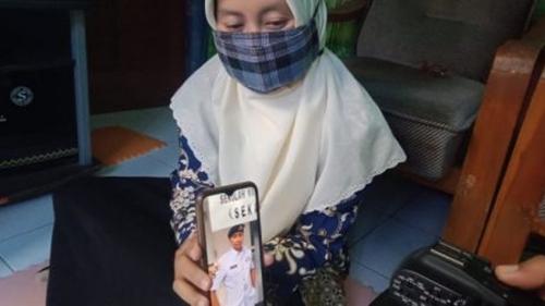 Kisah Istri ABK KRI Nanggala yang Ingin Bangunkan Sahur Suaminya lewat WA