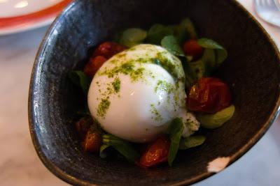 Burrata 125 gr, tomates confites, pesto deshydraté, origan, roquette, pizzeria Peppe, blog Délices à Paris.