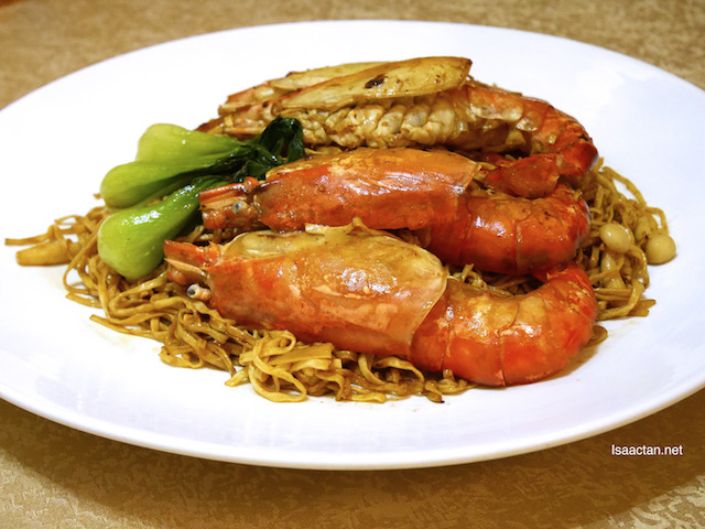 Dry Fried Hong Kong Yee Mee with Fresh Water Prawns