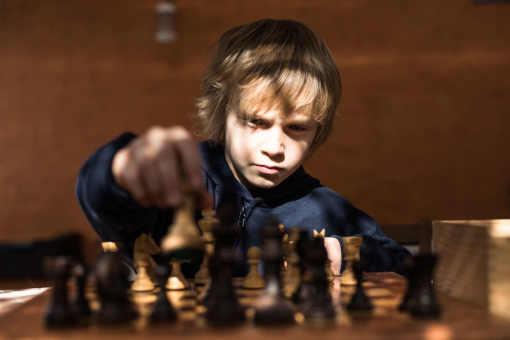 Joachim Bennani a commencé à jouer aux échecs à 4 ans. Il est licencié au club des Rois de la Têt à Perpignan