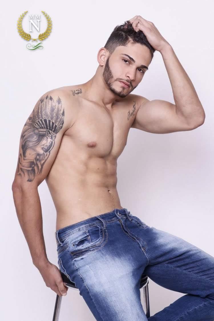 Jonatas Reis, o Mister Model Nacional 2019, em clique sem camisa. Foto: Divulgação