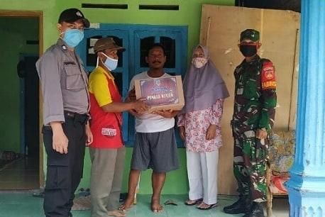 Babinsa Koramil 21/Juwiring Dampingi Desa Dalam Penyaluran Bantuan Sosial Pemerintah