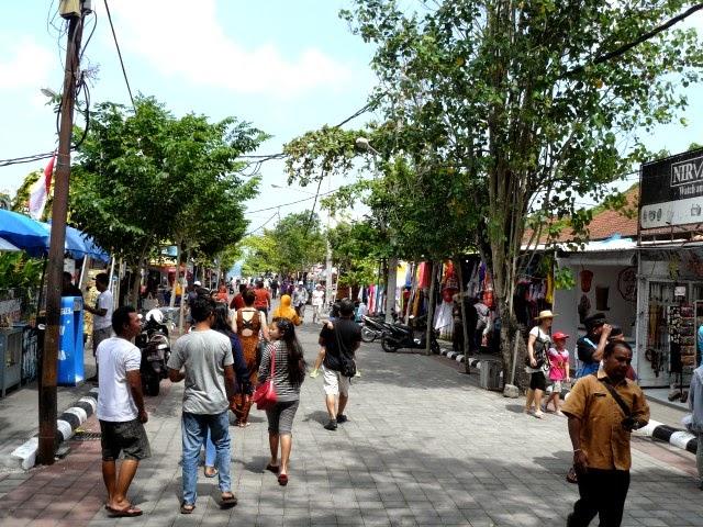 tiendas camino a Tanah Lot