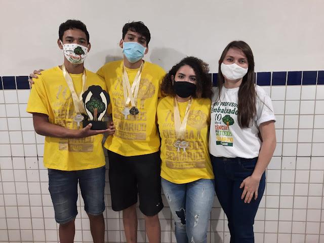 """Alunos da Escola Sebastião Gurgel realizam projeto """"Meios de entretenimento dos usuários das redes sociais e impactos a saúde mental durante a pandemia"""""""
