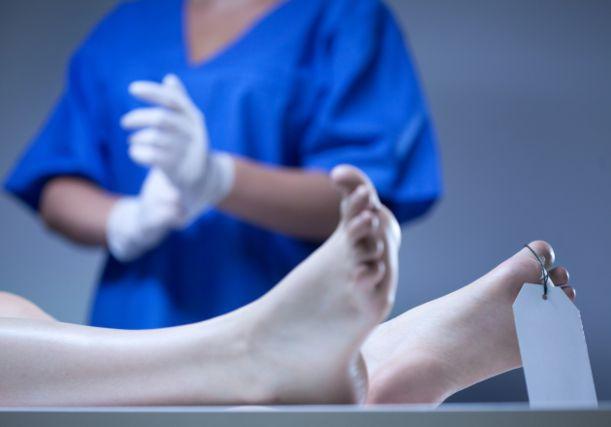 Funcionário do IML é flagrado tendo relações sexuais com cadáver