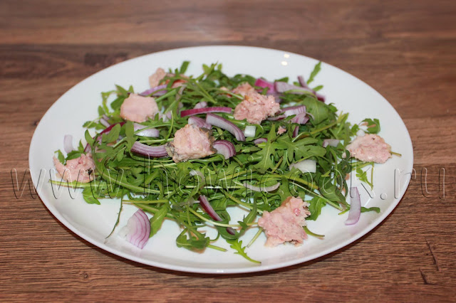 рецепт салата с рукколой и консервированным тунцом с пошаговыми фото