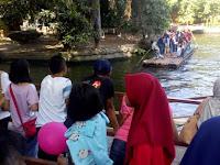 Perahu Getek Diminati Pengunjung GL Zoo