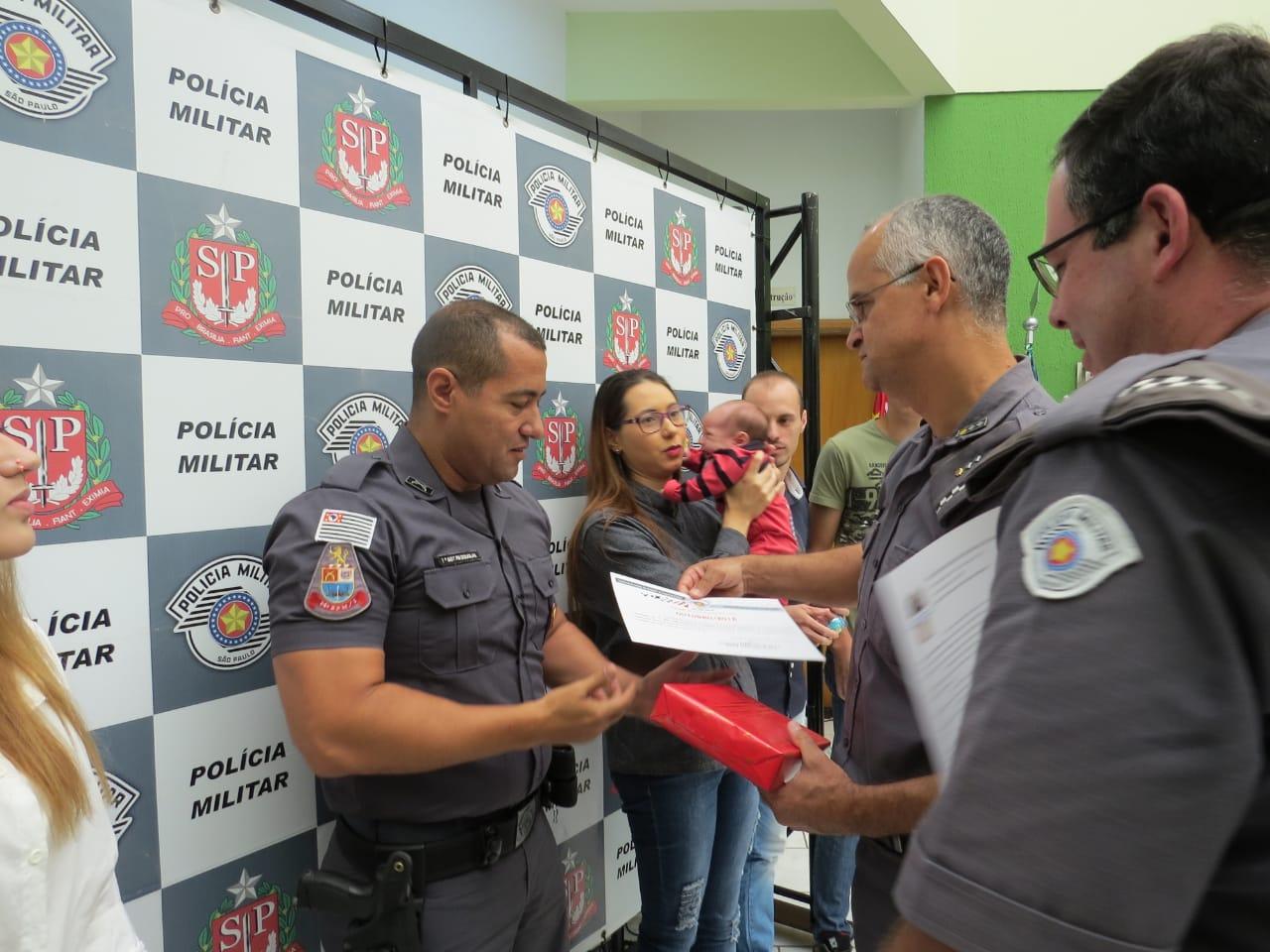 Sargento Douglas é homenageado como 'Policial Destaque do Mês'