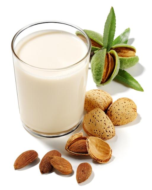 21 Manfaat Terbukti dari Susu Almond (Susu Badam) untuk Kulit, Rambut & Kesehatan