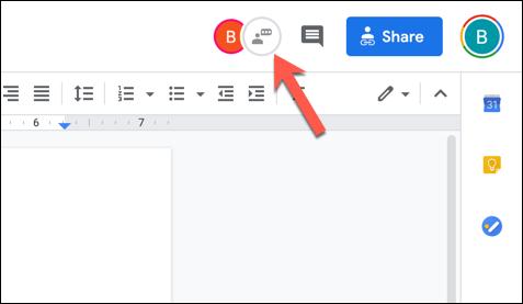 """في مستند محرّر مستندات Google مفتوح مع عدة برامج تحرير نشطة ، اضغط على رمز """"إظهار الدردشة"""" في الزاوية العلوية اليمنى."""