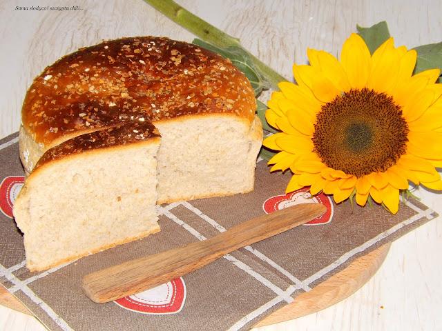 Chleb pszenno żytni z otrębami owsianymi.