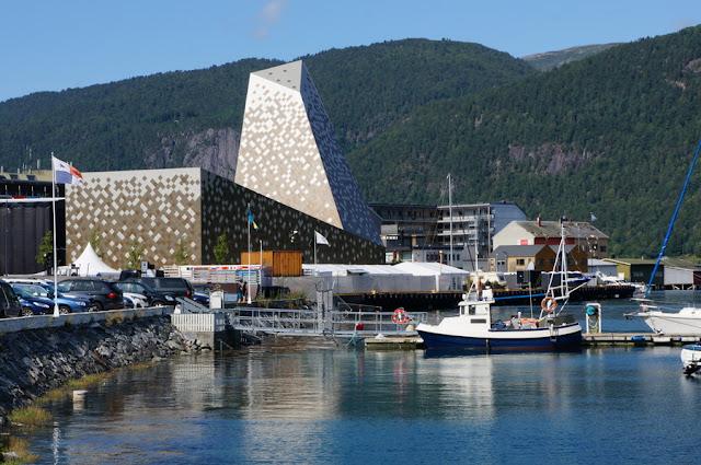 Norsk Tindesenter - Centro de Montanhismo Norueguês, no cais de Andalsnes